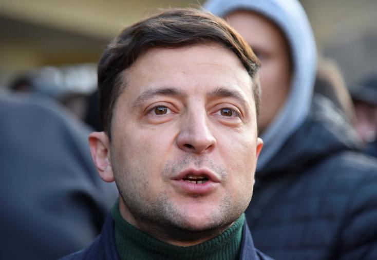 Ukrán elnökválasztás - Porosenko stábja drogosnak igyekszik beállítani Zelenszkijt
