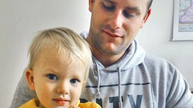 Kisfiuk tragikus elvesztése után kegyetlen támadásokkal kell szembenéznie a házaspárnak